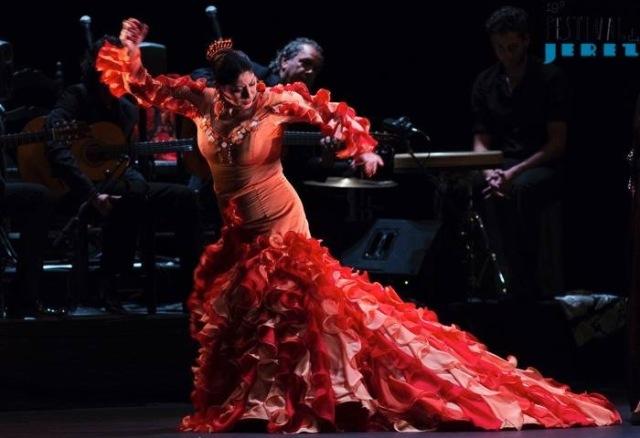 Manuela Carasco. Op 21 februari hadden wij een voorstelling geboekt in theater Villamarta. Er waren enkel nog plaatsen helemaal boven. Maar we hadden ons erop voorzien en de verrekijkertjes van onze kleinzonen meegenomen. Het was een prachtvoorstelling.