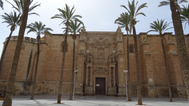 Hoofdingang van de kathedraal