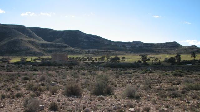 In de verte komt ons tweede richtpunt in zicht: het castillo de Rodalquilar.