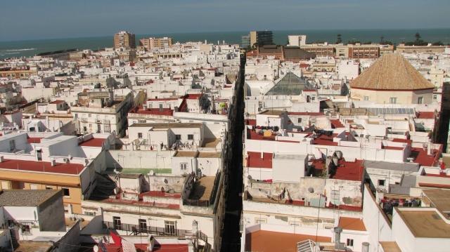 Beeld van het oude Cadiz vanop de Tavira toren. Op deze toren staat een camera obscura. Men kan er via een telescoop de ganse omgeving bekijken.