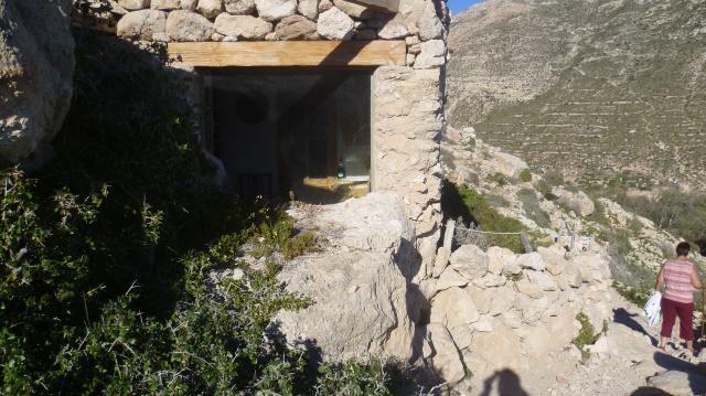 Ednkele kluizenaars hebben er een best gezellig huisje gebouwd.