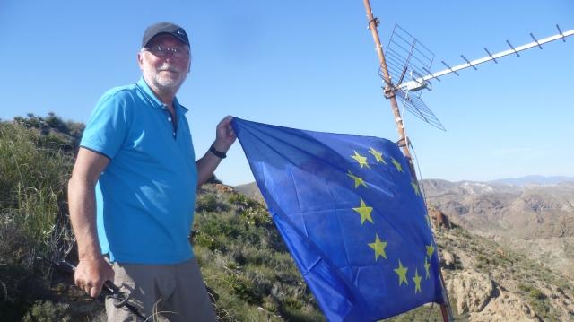Ook ik moet natuurlijk op de foto met mijn vlag.