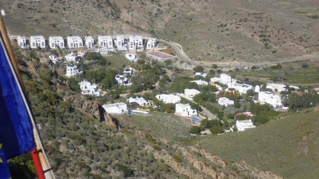 De huizenrij waar ook Margaret Merry wonen.