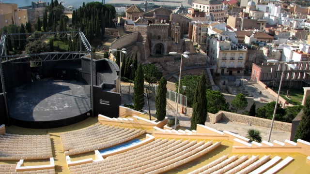Naast het oude theater bouwde Cartagena ook een nieuw theater. Op deze foto zie je beide gelijktijdig.