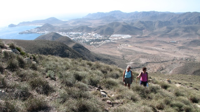 Halfweg een foto van Marieke en Ingrid met op de achtergrond San José.