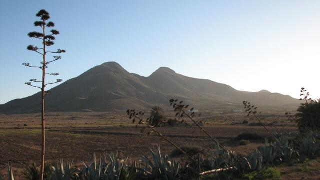 El Fraile, of Los Nietos, kun je van ver zien. De hoogste top is 493 m hoog.